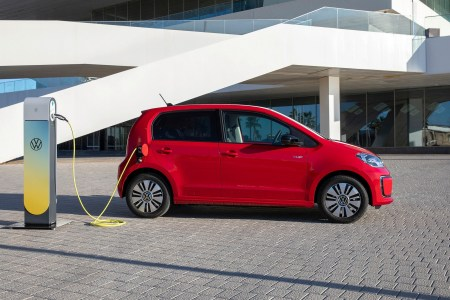 Volkswagen: Каждый второй покупатель сити-кара VW up! выбирает электрическую версию e-up!, а новый гибридный Passat заказывают впятеро чаще предшественника