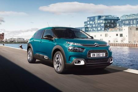 Citroen назначил дату премьеры нового электрокроссовера Citroen e-C4 на 30 июня, первые клиенты получат свои электромобили уже в сентябре