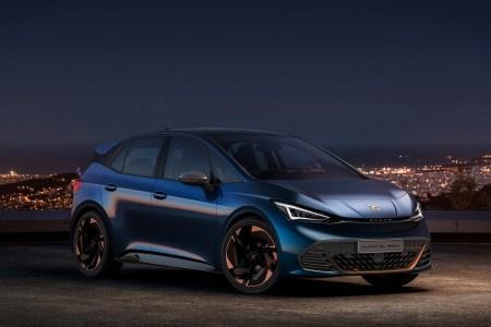 Серийный электрокроссовер Cupra el-Born получил агрессивную внешность и запас хода 500 км, его начнут собирать в 2021 году на той же фабрике, что и VW ID.3
