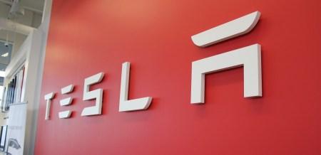 В ожидании нового рекорда квартальных поставок капитализация Tesla впервые превысила $200 млрд