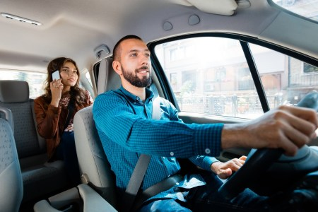 Uber запустил в Украине новую категорию такси Uber Comfort с более комфортными автомобилями и водителями с высоким рейтингом (на 20% дороже UberX)