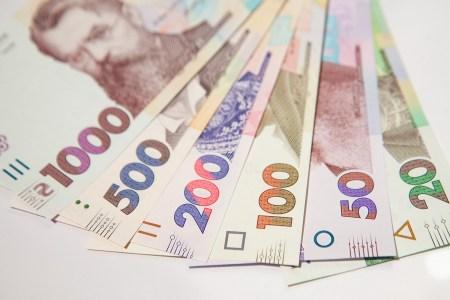 Верховная Рада Украины поддержала законопроект Зеленского о повышении минимальной зарплаты, уже с 1 сентября она вырастет до 5000 грн, а ЕСВ для ФОП — до 3300 грн за квартал