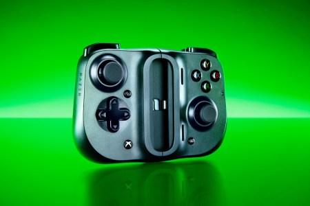 Razer выпустила Xbox-версию контроллера Kishi для запуска игр xCloud на Android-смартфонах, она стоит на $20 дороже обычной модели
