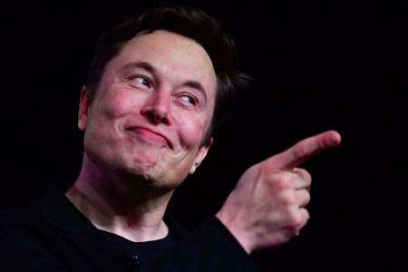 Маск пообещал, что вскоре автомобили Tesla научатся проигрывать через внешние динамики змеиный джаз и музыку полинезийского лифта, также получат поддержку новых игр
