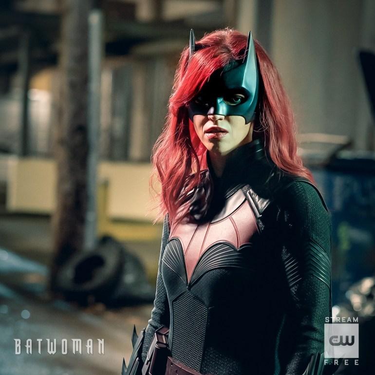 Джависия Лесли показала, как будет выглядеть в костюме главной героини сериала «Бэтвумен»