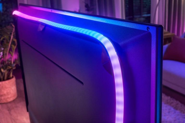 Новую светодиодную ленту Philips Hue Play можно прикрепить к любому ТВ и синхронизировать фоновую подсветку с изображением на экране
