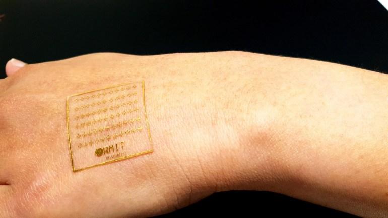 Исследователи разработали электронную кожу, которая способна реагировать на боль, как человеческая кожа
