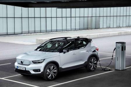 Volvo начала серийное производство своего первого электромобиля Volvo XC40 Recharge, первые покупатели получат свои экземпляры уже в октябре