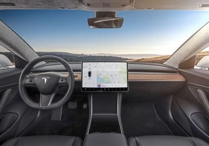 Tesla запустила закрытый бета-тест принципиально нового автопилота, который должен сделать автомобили компании полностью автономными