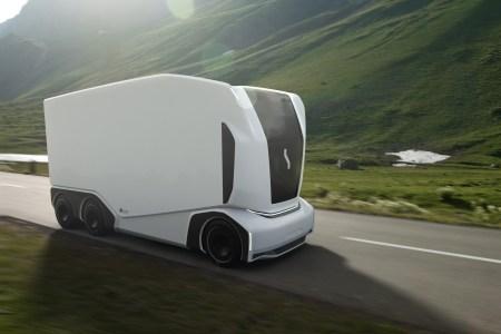 Шведский стартап Einride представил следующее поколение своего автономного электрогрузовика Pod в четырех версиях AET 1-4, купить их можно уже с 2021 года