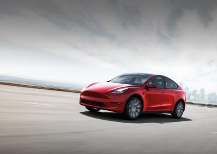 Tesla отзывает электромобили Model Y 2020 года из-за сбоя в работе стоп-сигнала прицепа, проблема исправляется простым программным обновлением