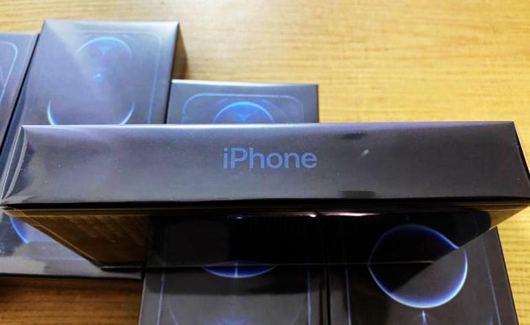 Львовские пограничники задержали первую контрабандную «партию» смартфонов iPhone 12