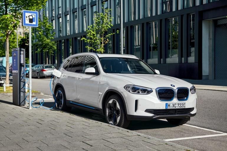 В Китае стартовало серийное производство электромобилей BMW iX3, немцы опубликовали видео со сборочной линии