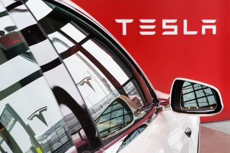 Tesla отзывает более 9,5 тыс. электромобилей Model X и Model Y в США из-за проблем с отклеивающимися деталями и незатянутыми болтами