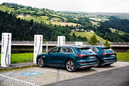Европейская сеть скоростных зарядок IONITY показала, как коронавирус и праздники влияли на объем зарядок электромобилей в последние два года