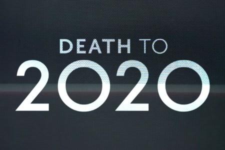 Вышел первый трейлер псевдодокументальной комедии «Death to 2020» / «2020, тебе конец!» от Netflix и создателей Black Mirror (премьера — 27 декабря)