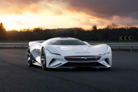 Jaguar представил гоночный электромобиль Jaguar Vision Gran Turismo SV с четырьмя двигателями, мощностью 1900 л.с., разгоном до сотни за 1,7 сек и максималкой 410 км/ч