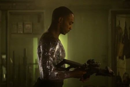 Netflix снял фантастический боевик «Outside the Wire» с Энтони Маки в роли солдата-андроида, премьера состоится 15 января 2021 года [трейлер]