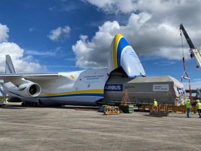 Украинский транспортный самолет Ан-124 «Руслан» перевез из Франции в США спутник для компании SpaceX