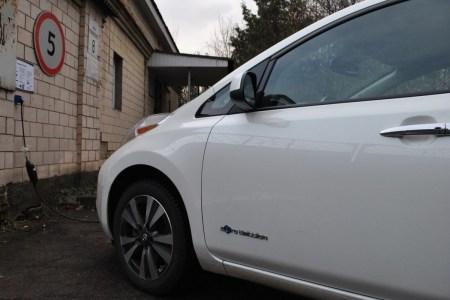 «Укртелеком» запускает собственную сеть зарядных станций для электромобилей UTrecharge, до конца января 2021 года обещают установить 50 зарядок на 22/3,5 кВт (тариф — 9,90 грн за 2 кВтч)