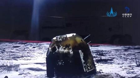 Китайская станция «Чанъэ-5» успешно доставила грунт с неизведанной области Луны на Землю