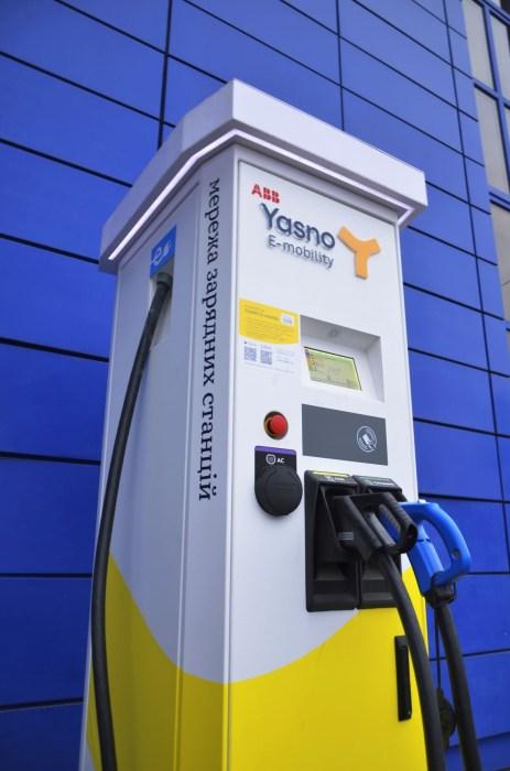 В Днепре установили первую скоростную зарядку для электромобилей YASNO E-mobility мощностью 50 кВт