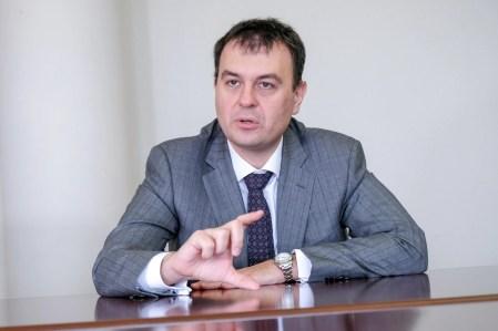 Просто дуже потрібні гроші. Гетманцев не залишає спроб зобов'язати Google, Microsoft та інші IТ-компанії платити податки Україні