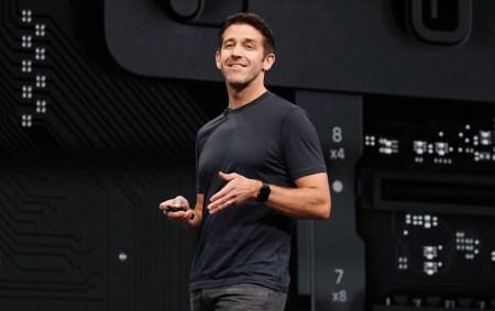 Apple выбрала нового вице-президента по аппаратному обеспечению — Джона Тернуса. Дэн Риччио, занимавший должность с 2012 года, останется в компании