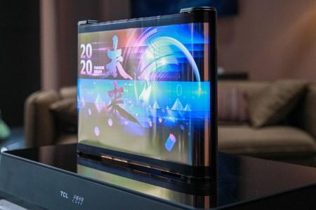 TCL показала два концепта сворачивающихся дисплеев