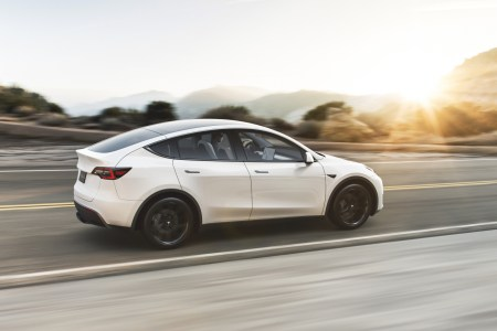 Tesla всё-таки выпустила «народную» Model Y Standard Range — дешевле 42 тысяч долларов и почти 400 км на одном заряде