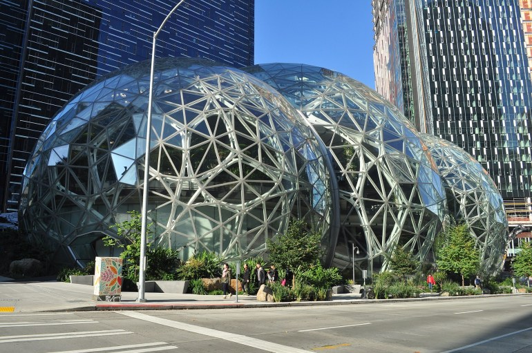Amazon показала проект новой штаб-квартиры Helix