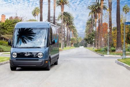 Amazon начал доставлять заказы в Лос-Анджелесе на электрофургонах Rivian, до конца года их запустят еще в 15 городах США