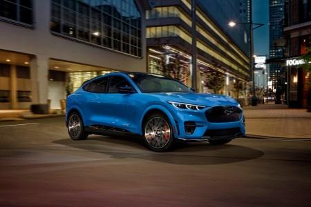 Ford: В 2026 году все автомобили бренда в Европе будут только электромобилями или подключаемыми гибридами, а к 2030 году — только электромобилями