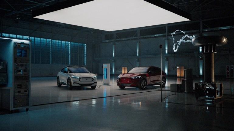"""Ford выпустил серию зрелищных видео """"Mustang Mach-E v Everything"""" (Rocket science, Gravity, Lightning и др.), в которых изобретательно показывает преимущества нового электромобиля"""