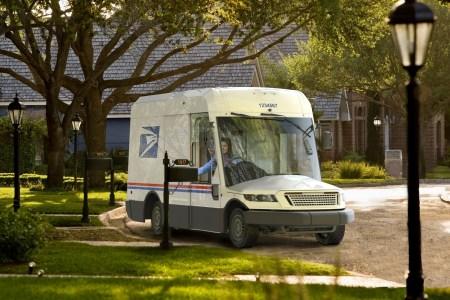 Американский производитель военных внедорожников Oshkosh соберет до 165 тыс. фургонов доставки NGDV для почтовой службы США (USPS)