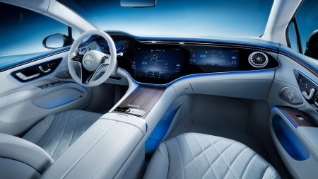 Фотогалерея дня: Интерьер электромобиля Mercedes-Benz EQS с огромным 55-дюймовым экраном Hyperscreen