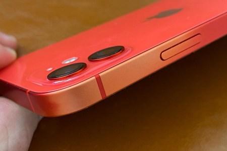 Владельцы iPhone 11, iPhone 12 и iPhone SE жалуются на выцветание алюминиевой рамки