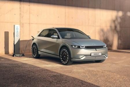 Только за первый день новый электромобиль Hyundai Ioniq 5 предзаказали 9 тыс. человек в Европе и 23,7 тыс. — в Южной Корее