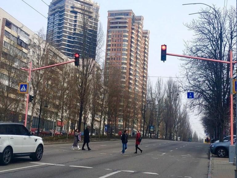 Світлофори на бульварі Лесі Українки обладнають консолями зі світлодіодними модулями (адреси)