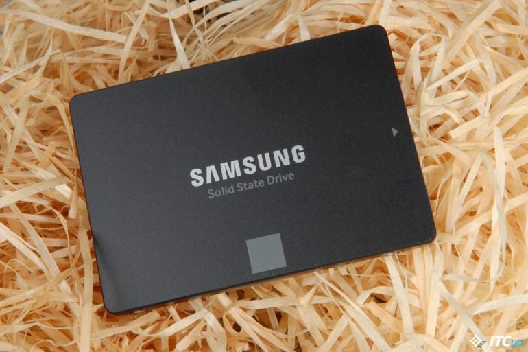 Samsung 870 EVO front