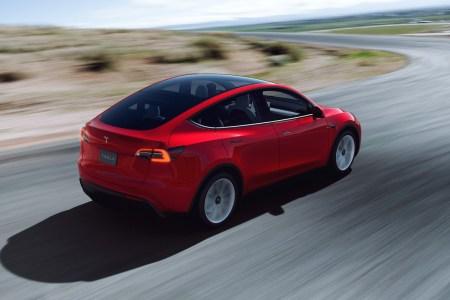 Tesla отчиталась о рекордной квартальной прибыли, несмотря на задержку поставок новых Model S и Model X