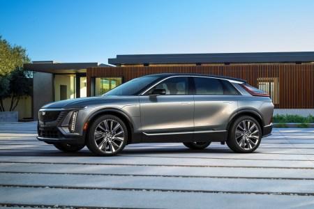 Cadillac представил серийную версию электрокроссовера Lyriq: мощность 340 л.с., батарея 100 кВтч, запас хода 480 км и цена от $59,990