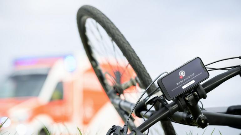 Bosch разработал функцию Help Connect, которая автоматически определяет ЧП и вызывает экстренные службы в случае аварии самоката, велосипеда или мотоцикла