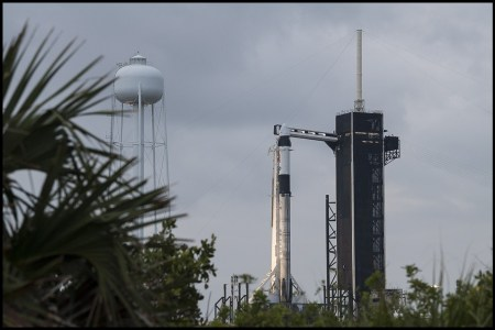Запуск корабля Crew Dragon (Crew-2) с астронавтами к МКС из-за погоды перенесли на 23 апреля