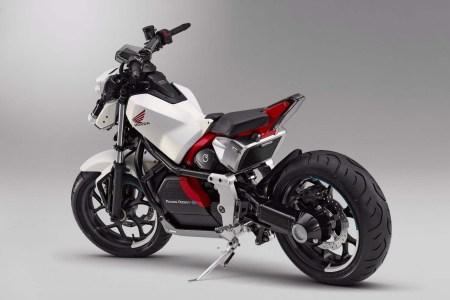Honda, Kawasaki, Suzuki и Yamaha создают универсальную съемную батарею, которая будет подходить к электромотоциклам любого из четырех брендов