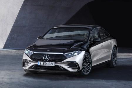 Премиальный электромобиль Mercedes-Benz EQS представлен официально: мощность до 385 кВт, батарея 108 кВтч, зарядка до 200 кВт, запас хода 770 км и ценник $100 тыс.+