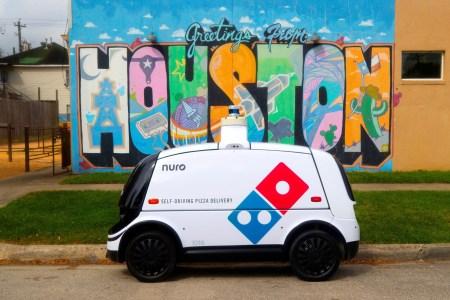 В Хьюстоне пиццу Domino's Pizza начали доставлять автономные электрические «робокурьеры» Nuro (такой способ постепенно вытеснит курьеров-людей)