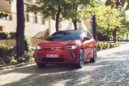 Немцы представили «горячую» версию электромобиля VW ID.4 GTX с двумя двигателями на 300 л.с., полным приводом и ценником от 50,4 тыс. евро