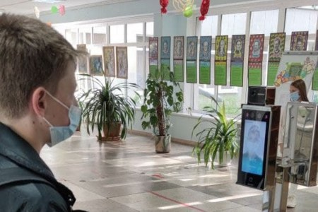 ПриватБанк та Visa запустили в Києві пілотний проект біометричної системи контролю доступу до закладів освіти