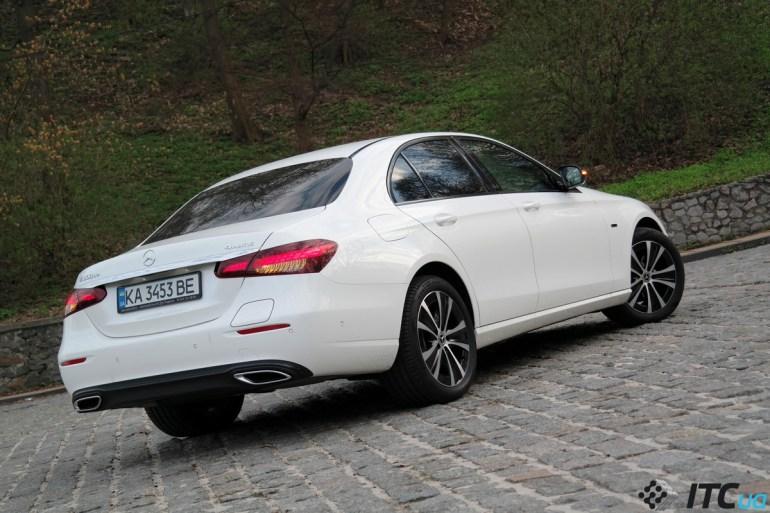 Тест-драйв гибрида Mercedes-Benz E 300 de 4MATIC: классика + инновации